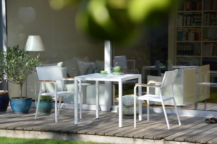 nova tisch von jankurtz pulverbeschichteter wetterfester tisch von jan kurtz aus aluminium. Black Bedroom Furniture Sets. Home Design Ideas