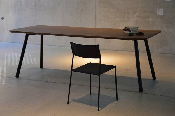 MORADOR Tisch 150x90 cm Gestell schwarz, Platte Nussbaum