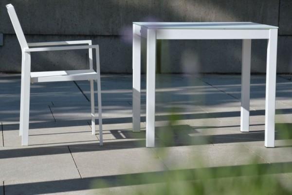 QUADRAT Tisch mit Teak- oder Robinenplatte