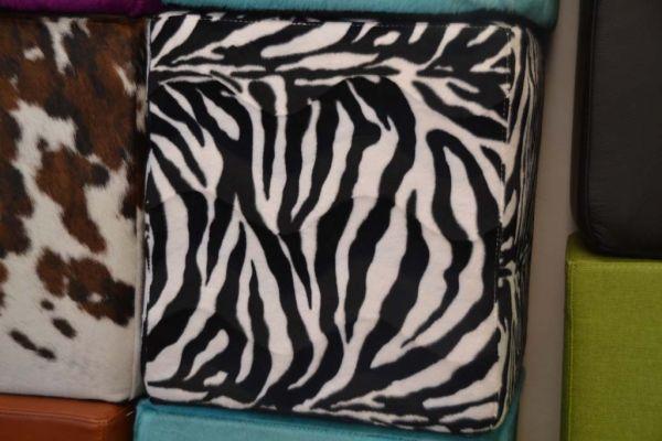 SITTING Sitzwürfel Stoff zebra