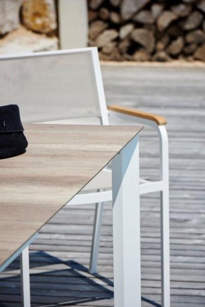 QUADRAT Tisch mit hpl-Schichtstoffplatten